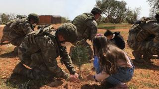MSB: Kahraman Mehmetçik Suriye'de insani yardıma devam ediyor
