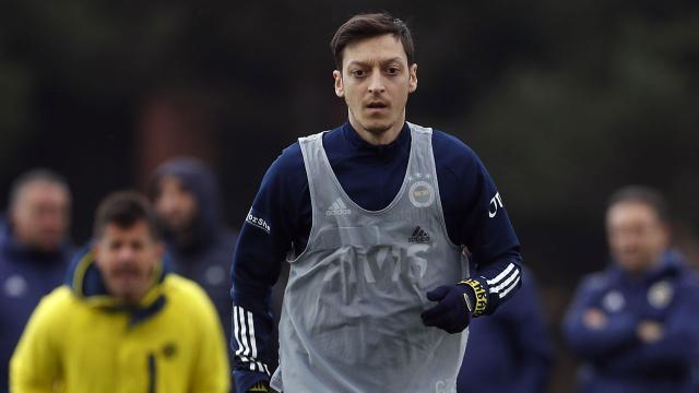 Mesut Özil sahalara dönmek için gün sayıyor