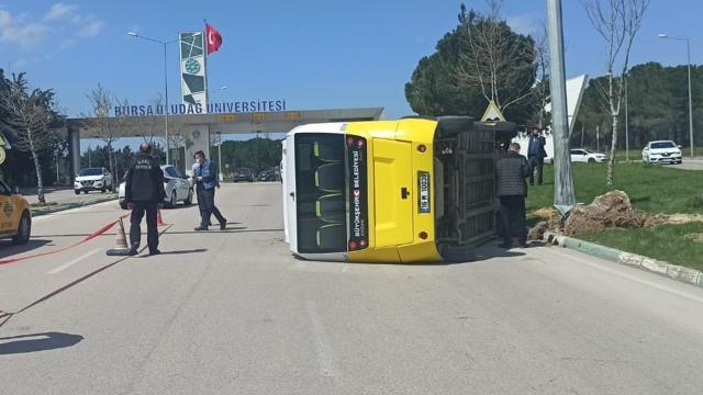 Bursada yolcu dolu minibüs devrildi: 5 yaralı