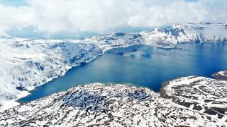 Nemrut Krater Gölü, karlı görüntüsüyle de görenleri hayran bırakıyor
