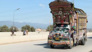 Pakistan yollarının alametifarikası: Süslü kamyonlar