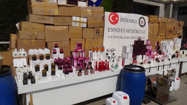 İstanbulda milyonluk sahte parfüm operasyonu: 5 gözaltı