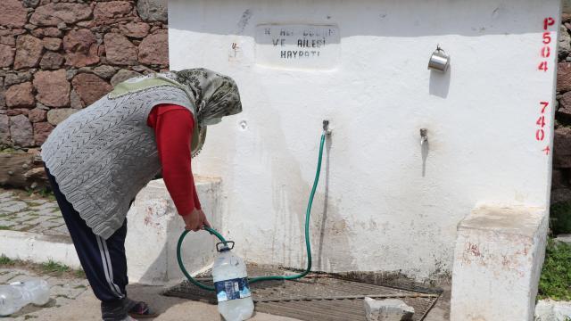 İzmirde su ihtiyacı tankerle karşılanan mahalle sakinleri, kalıcı çare istiyor