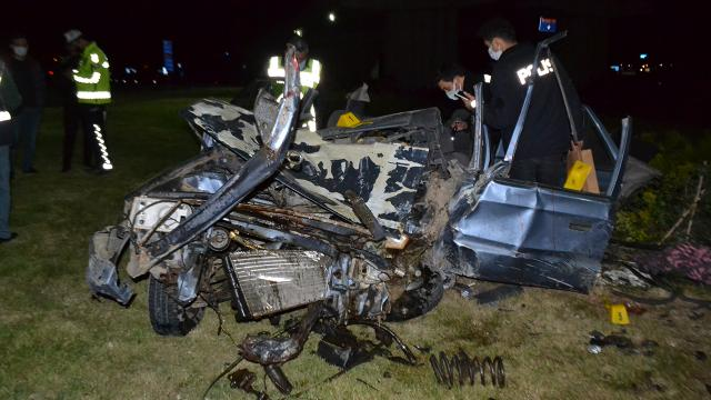Otomobil köprü ayağına çarptı: 1 ölü, 2 yaralı