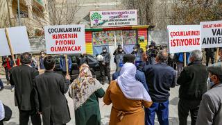 Vanlı aileler HDP İl Başkanlığı önünde eylem yaptı