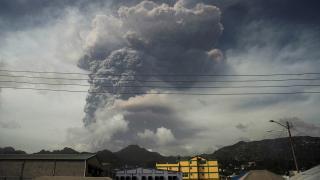 Karayipler'de yanardağ patlaması: İnsani kriz aylarca sürebilir