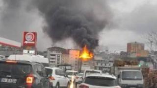 Avcılar'da 4 katlı binanın çatısında yangın