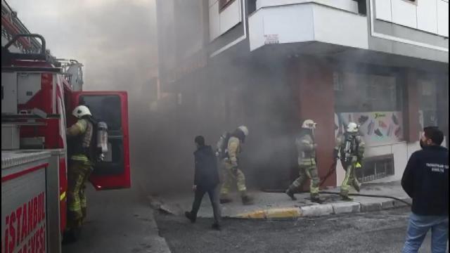 İstanbulda bir ayakkabı imalathanesinde yangın çıktı