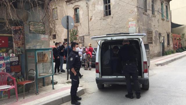 Tirede pazarda yankesicilik yaptığı öne sürülen 4 şüpheli yakalandı