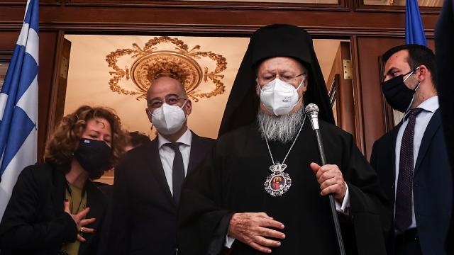 Yunan Dışişleri Bakanı Dendias, İstanbulda Bartholomeos ile görüştü