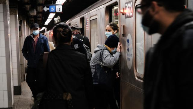ABDde seyahatlerde maske zorunluluğu eylüle kadar uzatıldı