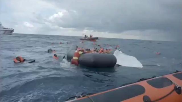 Tunus açıklarında 1i çocuk 41 düzensiz göçmen hayatını kaybetti