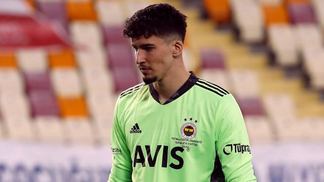 Altay Bayındırdan Fenerbahçeye kötü haber