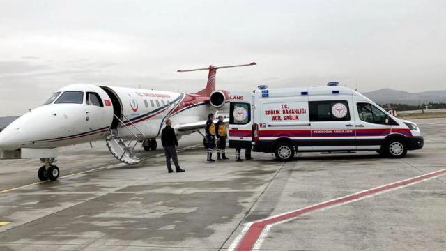 Ambulans uçak kalp hastası iki bebek için havalandı