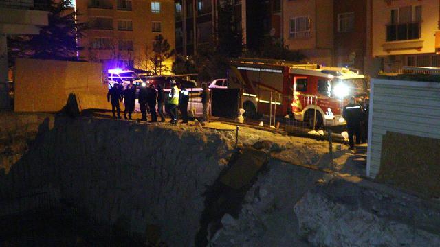 Ankarada toprak kayması nedeniyle 3 katlı apartman boşaltıldı