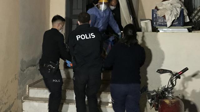 Antalyada kendisine kesici aletle zarar veren kişi, hastaneye kaldırıldı
