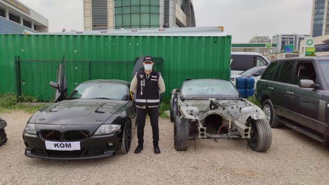 Yurt dışından getirilen araçları parçalayıp Bursada kazalı otomobil ve arazi taşıtlarıyla birleştirmişler