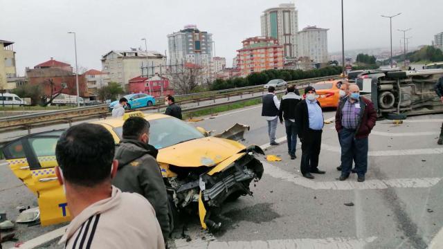 İstanbulda zincirleme kaza: 3 yaralı