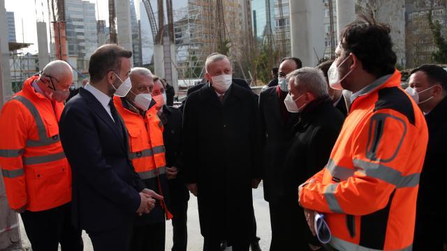 Cumhurbaşkanı Erdoğan, cami inşaatını inceledi