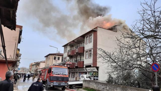 Bursada 4 katlı apartmanda yangın