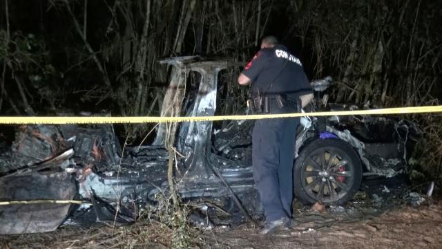 Sürücüsüz Tesla otomobil kaza yaptı: 2 ölü