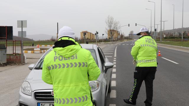 Tekirdağda eğlence mekanlarında Covid-19 tedbirlerini ihlal eden 31 kişiye para cezası verildi