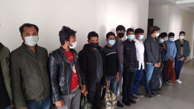 Kahramanmaraşta ülkeye yasa dışı yollarla giren 13 yabancı uyruklu kişi yakalandı