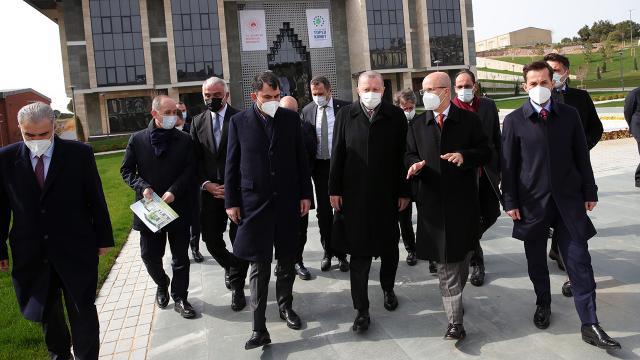 Erdoğan, Marmara Üniversitesindeki Külliye inşaatını inceledi