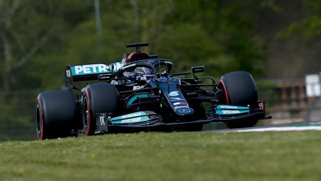 İtalyada pole pozisyonu Hamiltonın