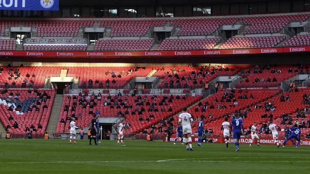 FA Cup maçını 4 bin taraftar tribünden izledi
