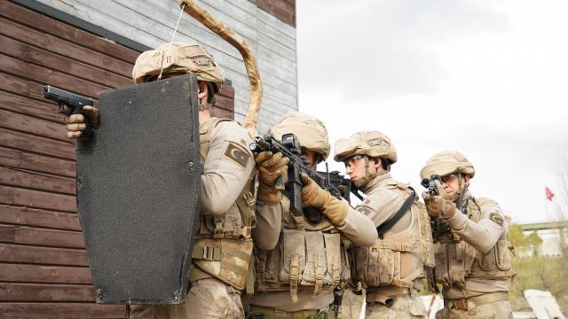 Jandarmaya Gövde Destekli Kalkan Taşıma Sistemi teslim edildi