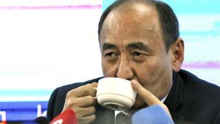 Kırgız Bakan koronavirüse karşı 'zehirli bitki çayı' içti