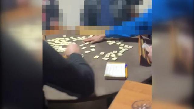 Kocaelide tedbirleri ihlal edip kumar oynayan 17 kişiye para cezası