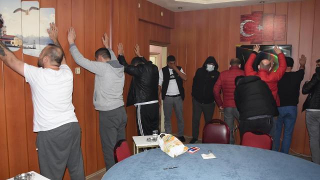 Kumar oynarken yakalanan 13 kişiye 41 bin lira ceza