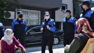 'Mahalle polisleri' ramazanda Covid-19 salgınını önlemek için kapı kapı geziyor