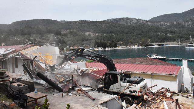 Muğlada 32 kaçak yapının yıkımına başlandı
