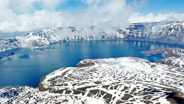 Nemrut Krater Gölü'nün yolu 10 metre kardan temizleniyor