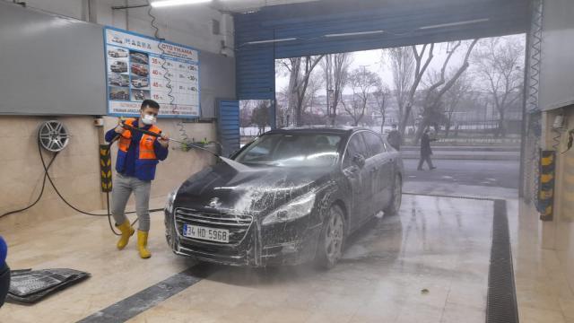 İstanbula çamur yağdı, sürücüler soluğu oto yıkamacılarda aldı