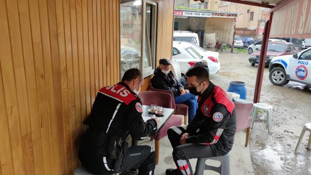 Bursada Covid-19 tedbirlerine uyulmayan çay ocağındaki 11 kişiye para cezası uygulandı