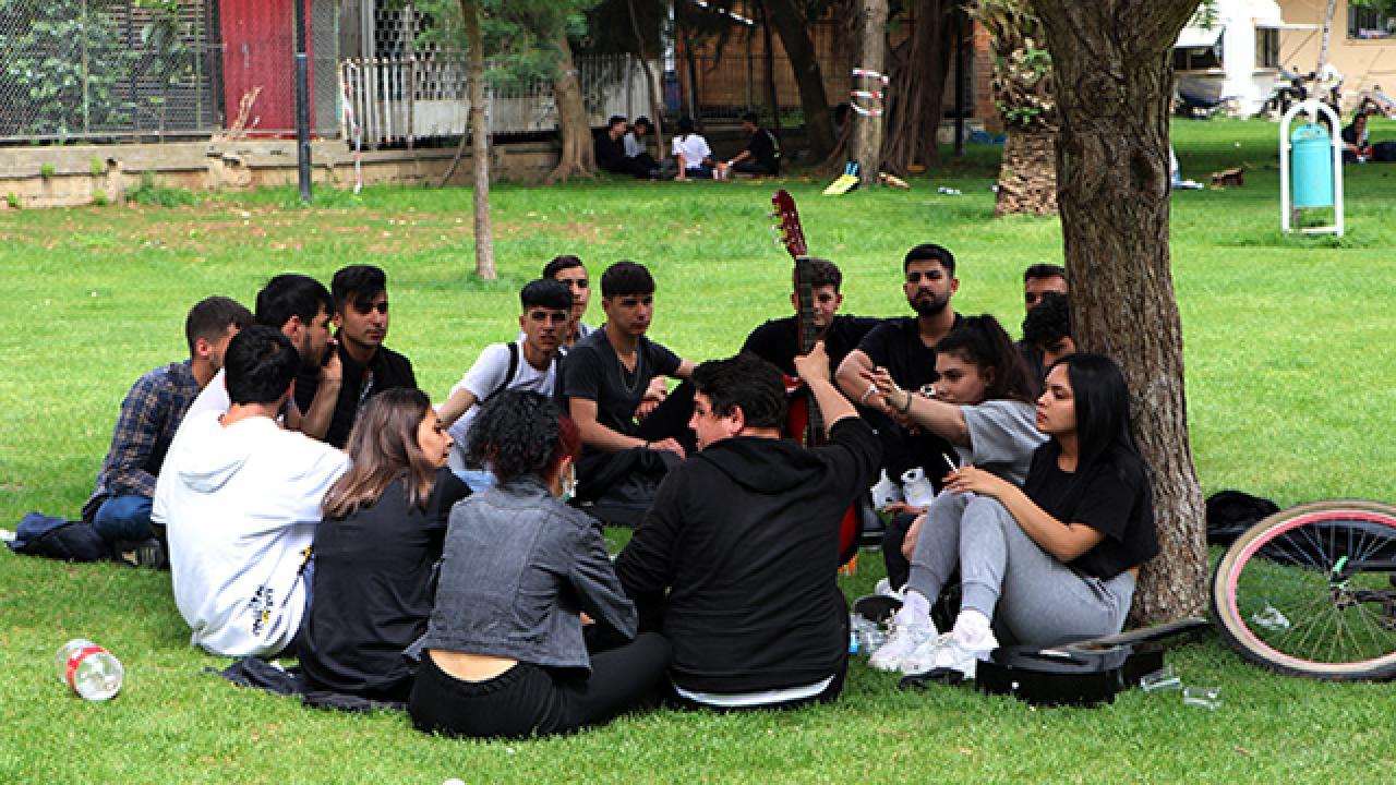 Adana'da sıcak hava tedbirleri unutturdu