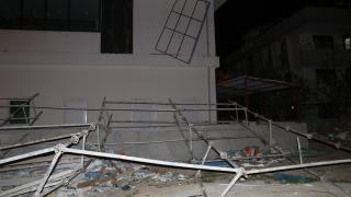 Denizli'de şiddetli rüzgar evin duvarını yıktı