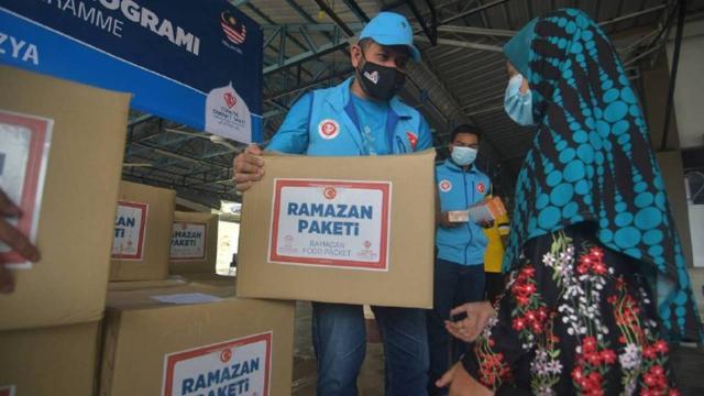 TDVden Malezyada ihtiyaç sahiplerine 600 ramazan gıda kolisi yardımı