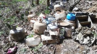 12 odalı sığınakta teröristlerin yaşam malzemeleri ele geçirildi