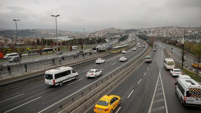 İstanbulda haftanın ilk iş gününde trafik sakin seyrediyor