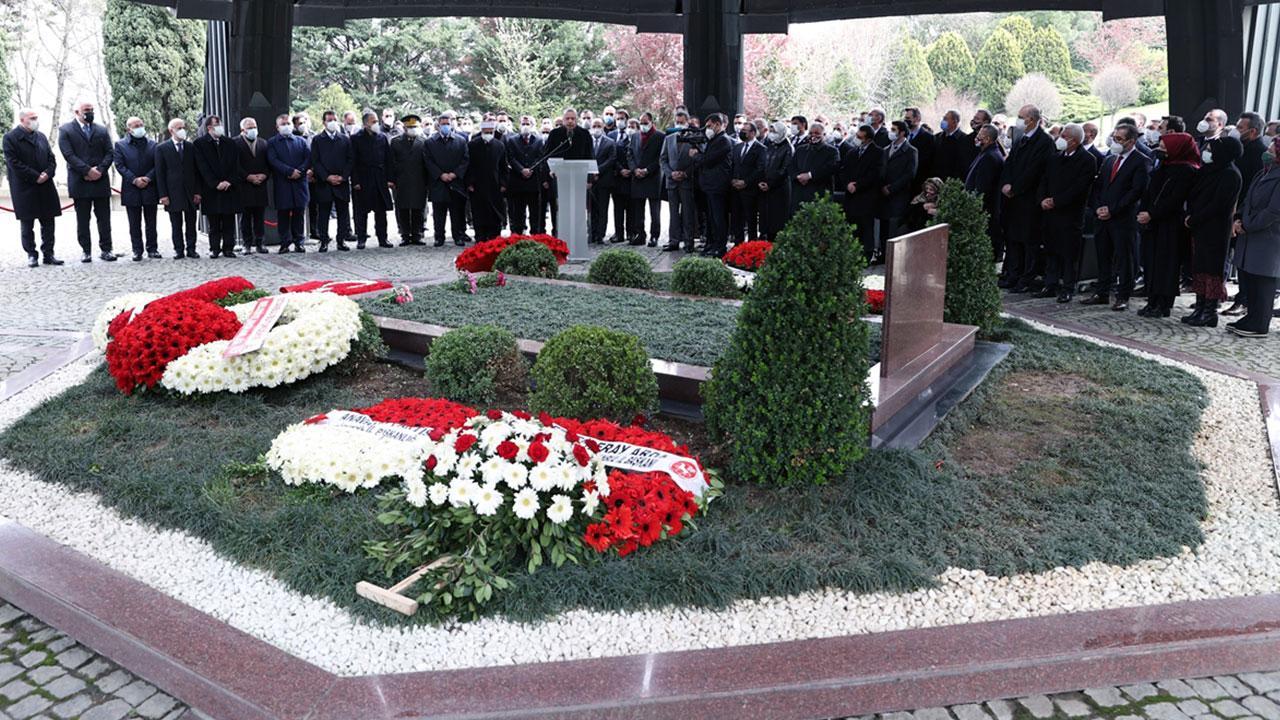 8. Cumhurbaşkanı Turgut Özal kabri başında anıldı