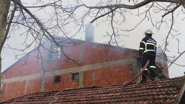 Boluda iki katlı evde yangın çıktı