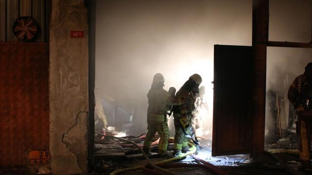 İstanbulda mobilya atölyesinde yangın