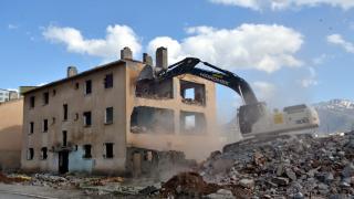 Muş'ta kentsel dönüşüm kapsamında 112 dairenin yıkımına başlandı