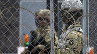 Biden'ı eleştiren Arizona Valisi sınıra Ulusal Muhafız gönderecek