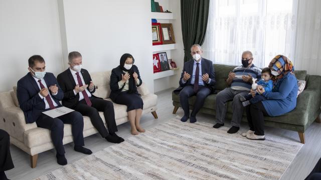 Adalet Bakanı Gül Gaziantepte şehit ailesini ziyaret etti